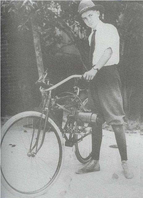 Howard Hughes et son vélo électrique